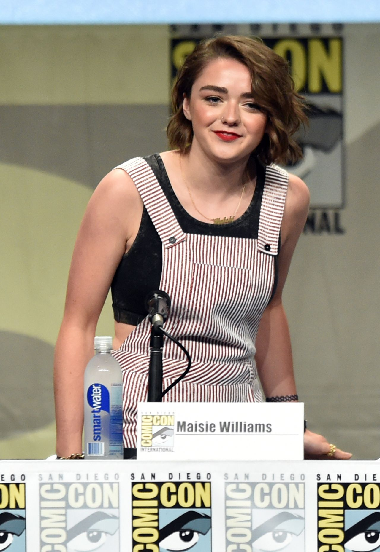 Maisie Williams Women Who Kick Ass Panel At Sdcc 2014