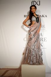 Malaika Arora Khan - Rina Dhaka Fashion Show - July 2014