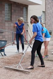 Mandy Moore - Purina Cat Chow Building Better Lives Program in Denver - July 2014