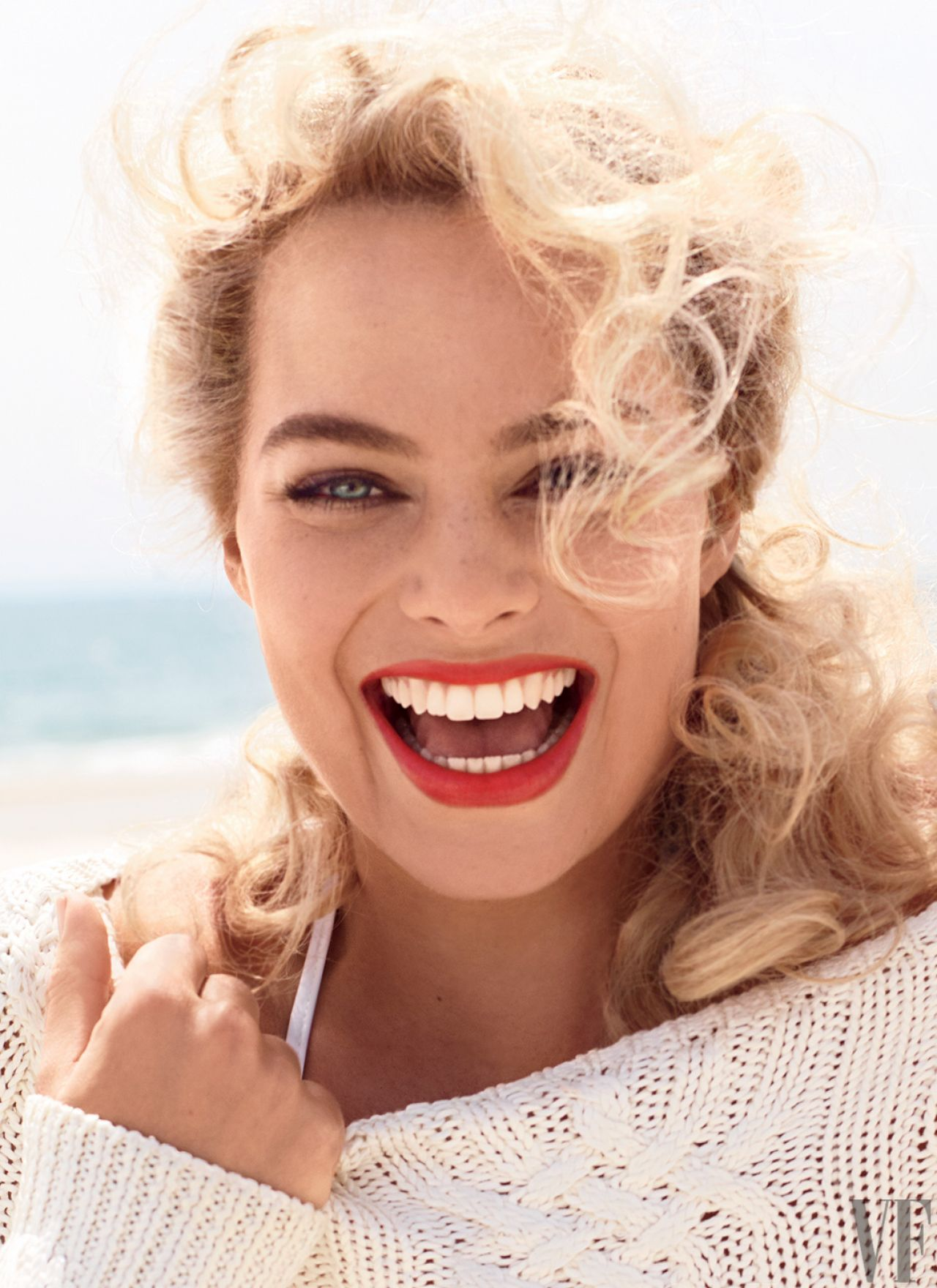 http://celebmafia.com/wp-content/uploads/2014/07/margot-robbie-vanity-fair-magazine-august-2014-issue_5.jpg