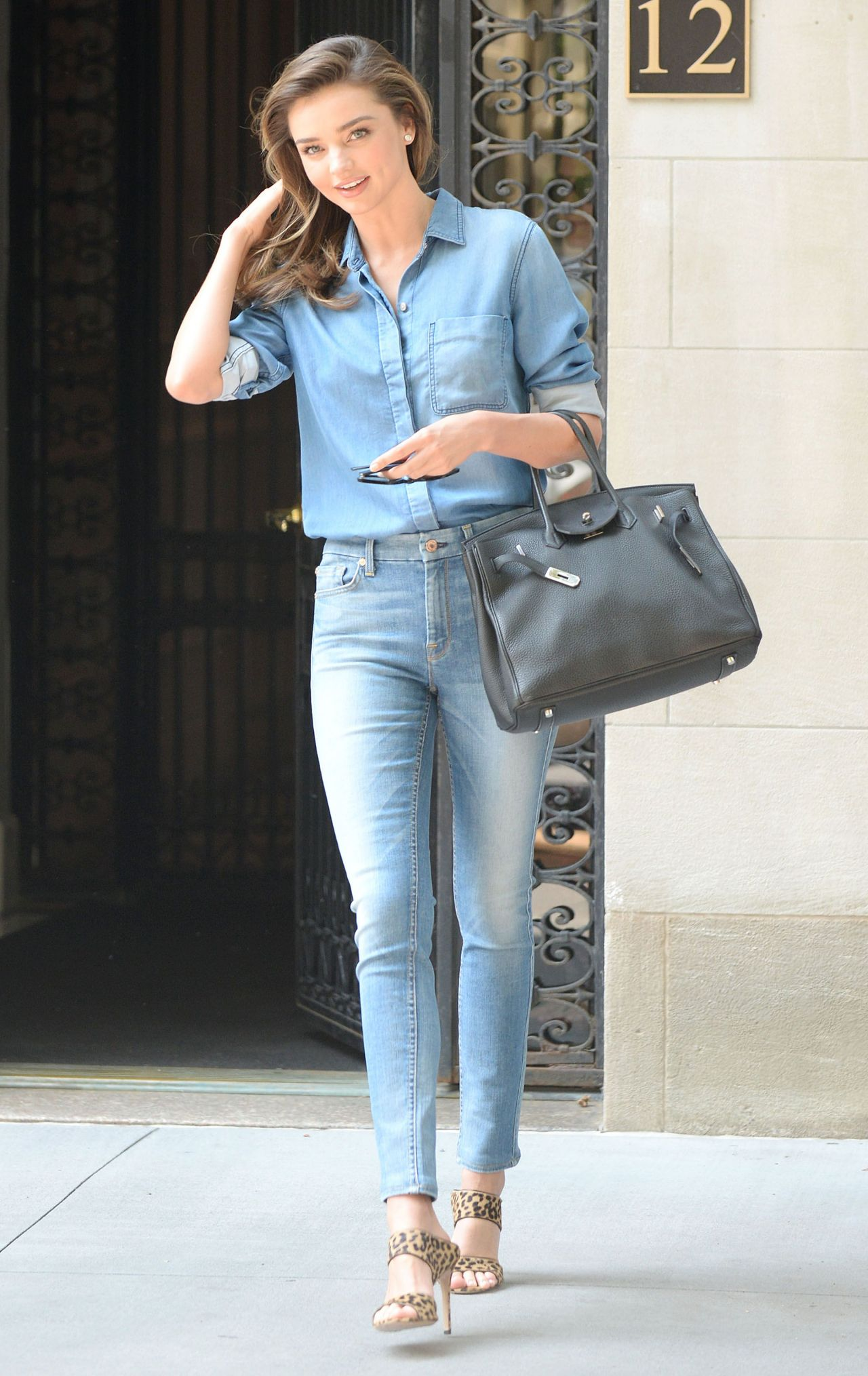 miranda kerr in jeans out in new york city july 2014. Black Bedroom Furniture Sets. Home Design Ideas
