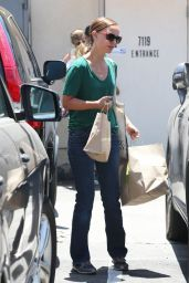 Natalie Portman in Jeans at M Cafe in West Hollywood - July 2014