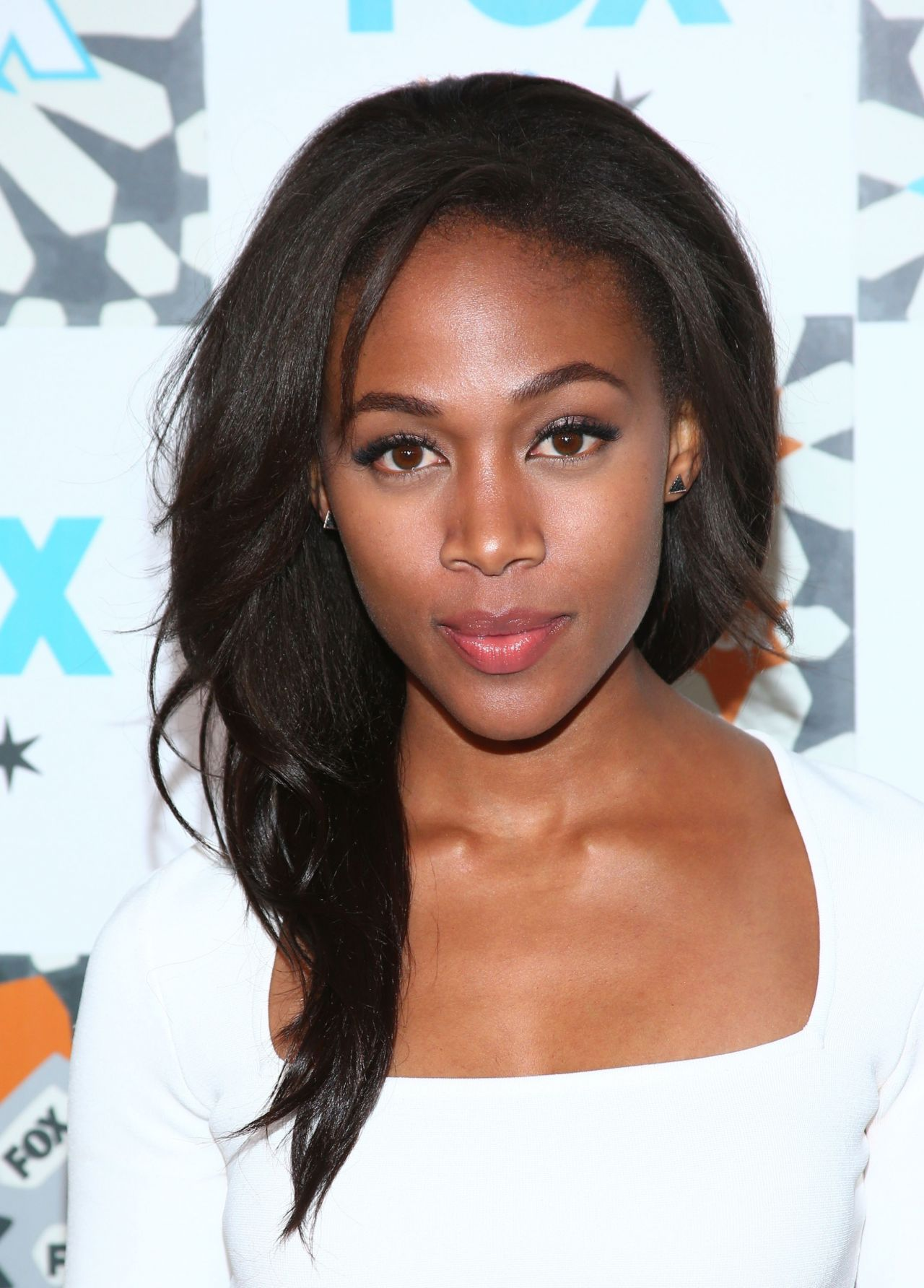 The 32-year old daughter of father (?) and mother(?), 155 cm tall Nicole Beharie in 2017 photo