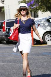 Reese Witherspoon Casual Style - Heading to a Meeting in Santa Monica - July 2014