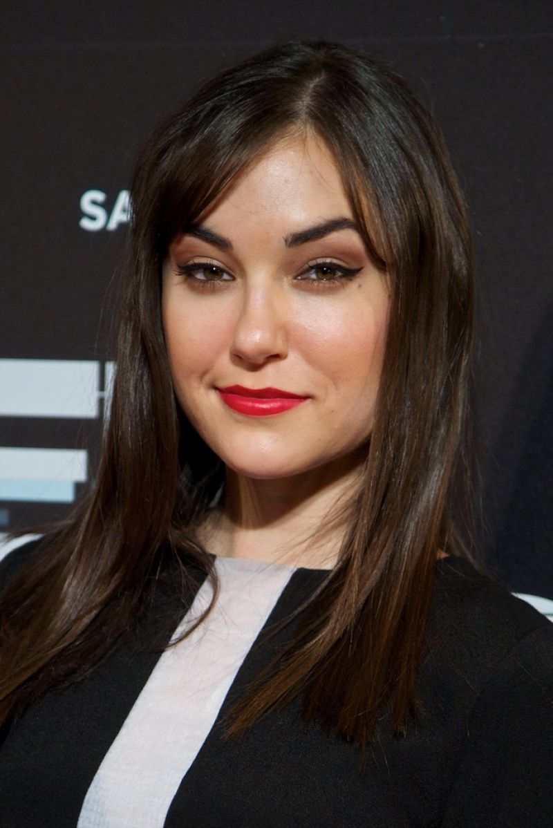 Moskauer Babe Sasha Sparrow nimmt Mandingo BBC in ihren weißen Arsch