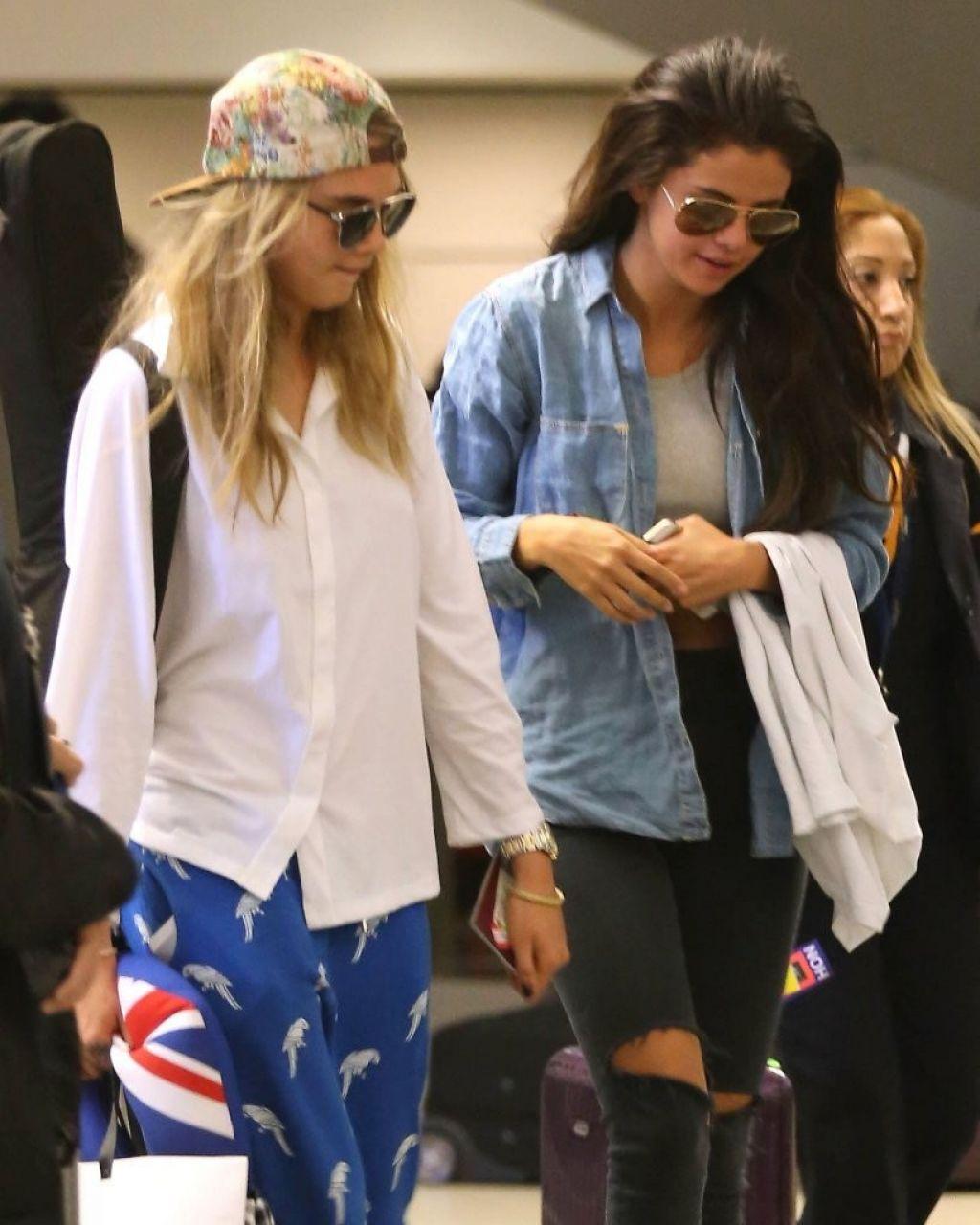 Selena Gomez revela que ajudou modelo Cara Delevingne a