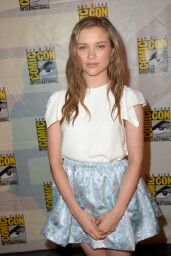 sophie-cookson-20th-century-fox-comic-con-2014-panel_2