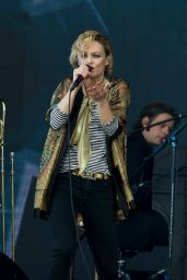 Vanessa Paradis Performing at Solidays in Paris - June 2014