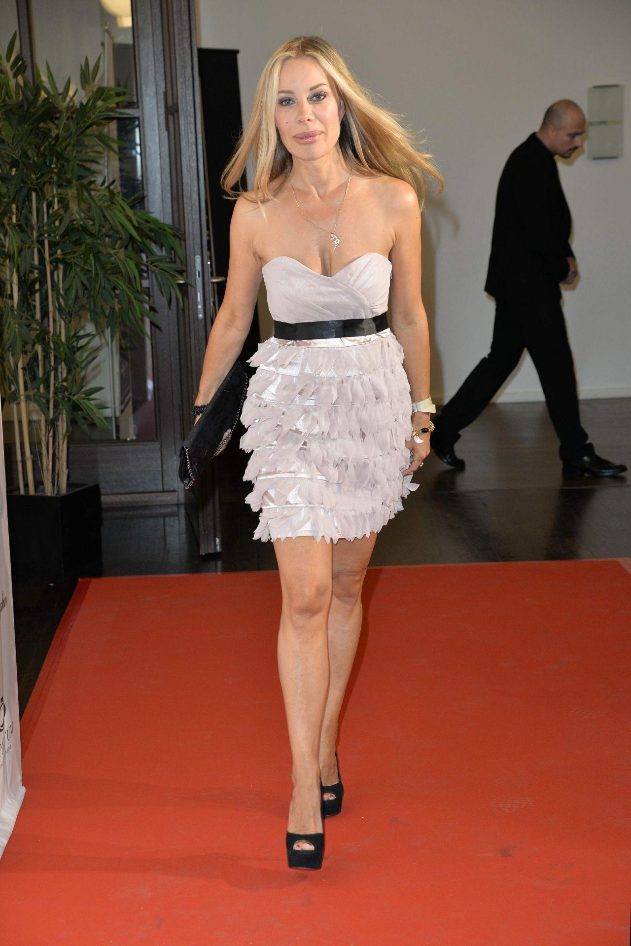 Xenia seeberg purchase field jahn fashion show for Mercedes benz fashion show