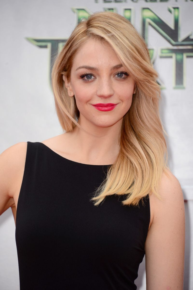 Abby Elliott Teenage Mutant Ninja Turtles Premiere In
