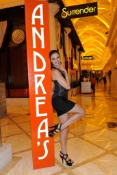 adrianne-curry-andrea-s-at-encore-las-vegas-august-2014_1