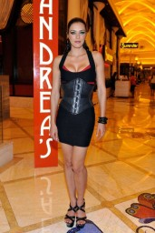 adrianne-curry-andrea-s-at-encore-las-vegas-august-2014_4
