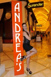 adrianne-curry-andrea-s-at-encore-las-vegas-august-2014_5