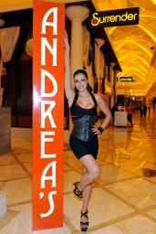 adrianne-curry-andrea-s-at-encore-las-vegas-august-2014_7