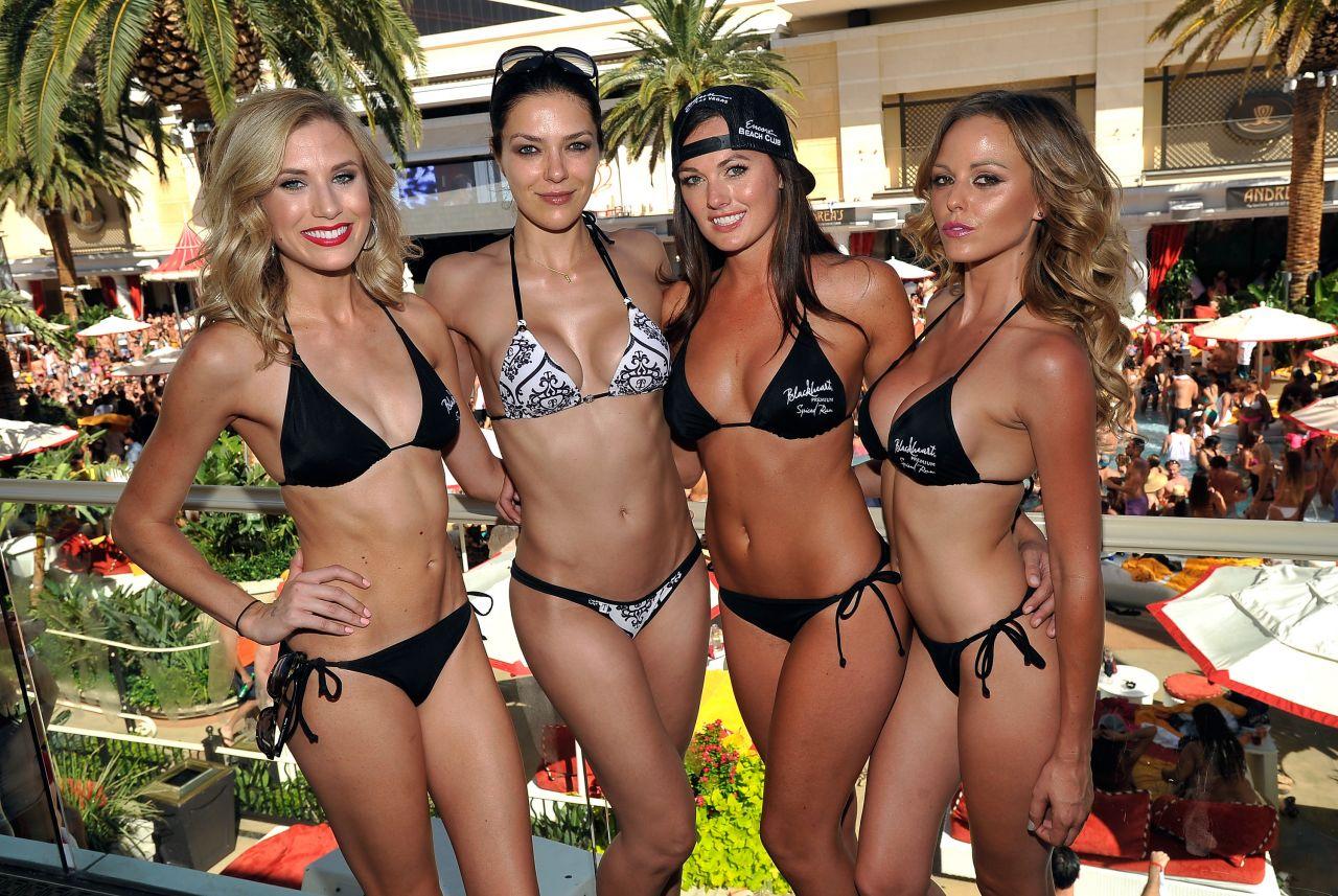 Adrianne Curry Bikini Photos Encore Beach Club In Las