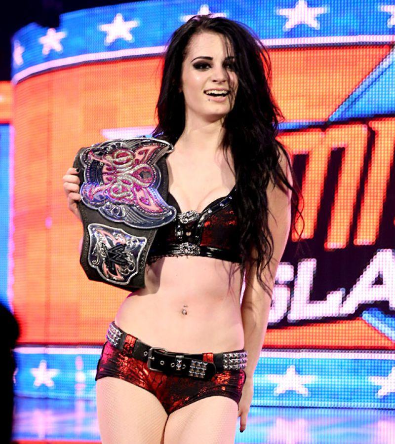 Aj lee vs paige divas championship match at wwe for Paige diva