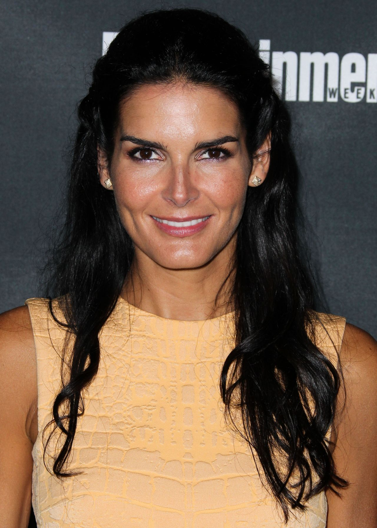 Angie Harmon - Entertainment Weekly