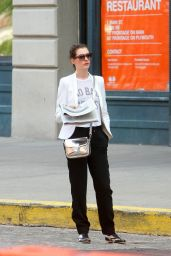Anne Hathaway Style - Waiting for a Car in New York City - Aug. 2014