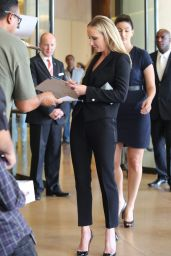 Anne Heche Signs Autographs at The Beverly Hilton Hotel - August 2014