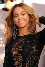 Beyonce on Red Carpet - 2014 MTV Video Music Awards in Inglewood