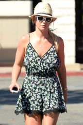 Britney Spears - Grocery Shopping in Thousand Oaks - August 2014