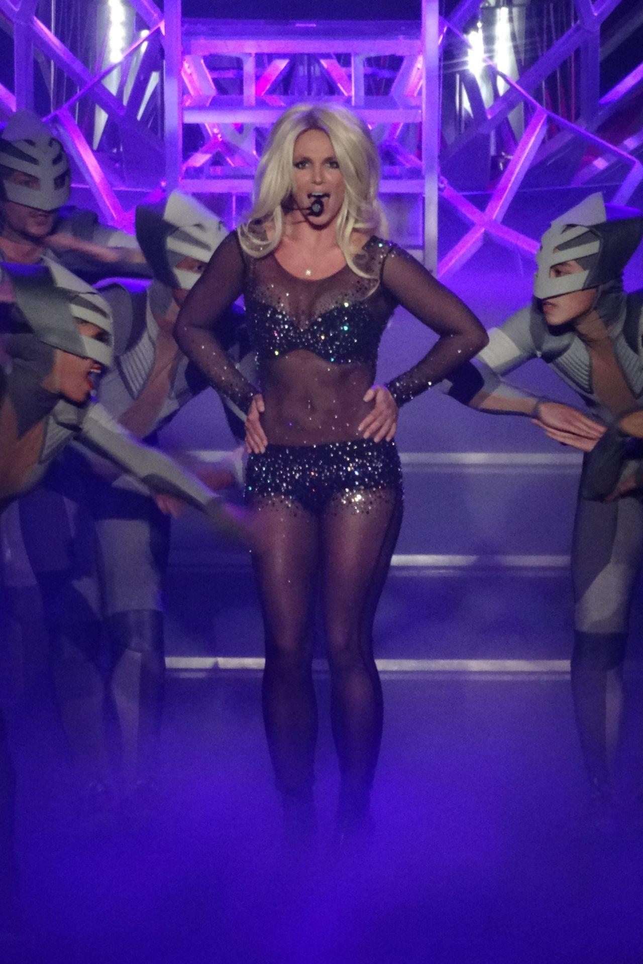 Britney Spears Performs in Las Vegas, August 2014