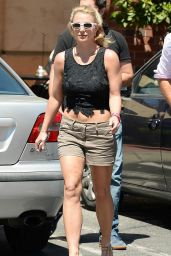 Britney Spears Street Style - Having Lunch at Corner Bakery Cafe in Thousand Oaks - Aug. 2014