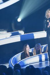 Chelsea Handler Performs at 2014 MTV Video Music Awards