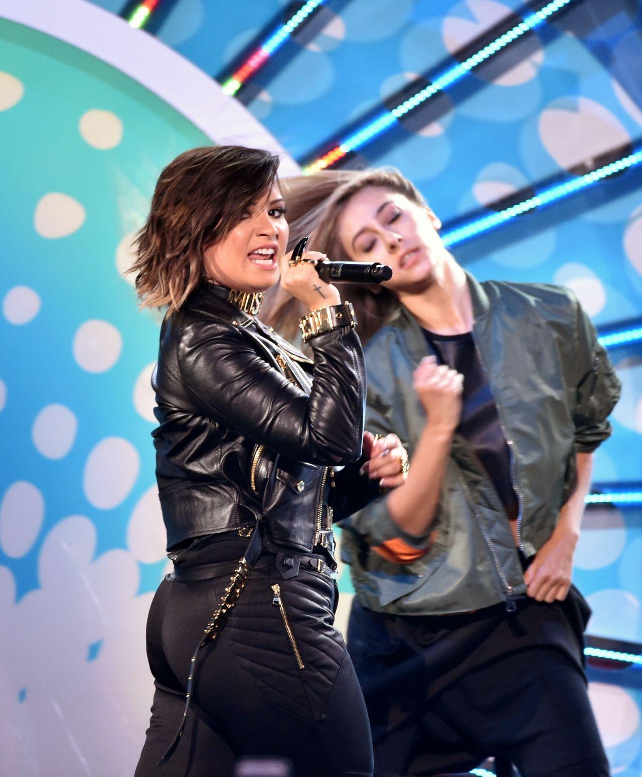 Demi Lovato – Teen Choice Awards 2014 in Los Angeles