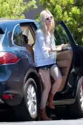 Elle Fanning Casual Style - Out in Studio City, August 2014