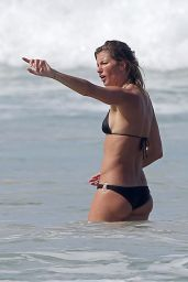 Gisele Bundchen in a Bikini on the Beach With Her Sister Gabriela in Costa Rica - August 2014
