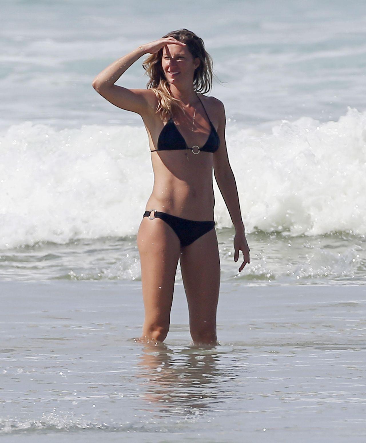 Gisele Bundchen In A Bikini On The Beach With Her Sister