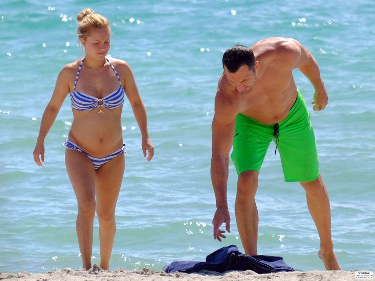 с женой фото на пляже только одного молодого