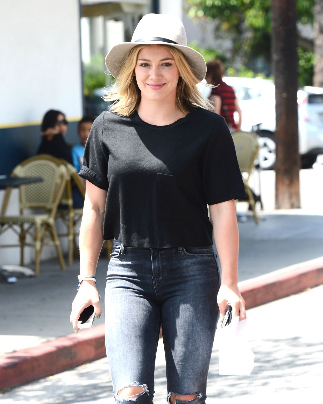 Hilary Duff Getting Lunch at La Conversation Cafe in Los Angeles – Aug. 2014