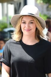 Hilary Duff Getting Lunch at La Conversation Cafe in Los Angeles - Aug. 2014