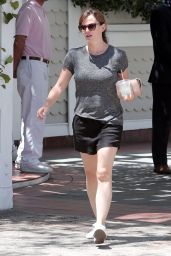Jennifer Garner Leggy Out in Santa Monica - August 2014