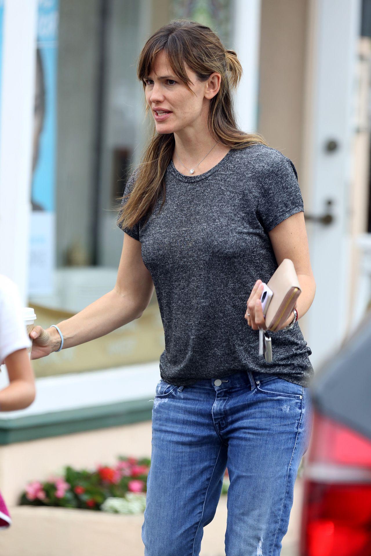 Jennifer Garner - Out in Los Angeles - August 2014