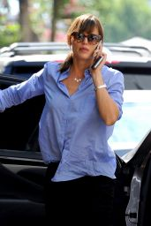 Jennifer Garner Shopping in Beverly Hills - August 2014
