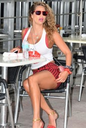 Jennifer Nicole Lee Legs – Out in South Beach – August 2014