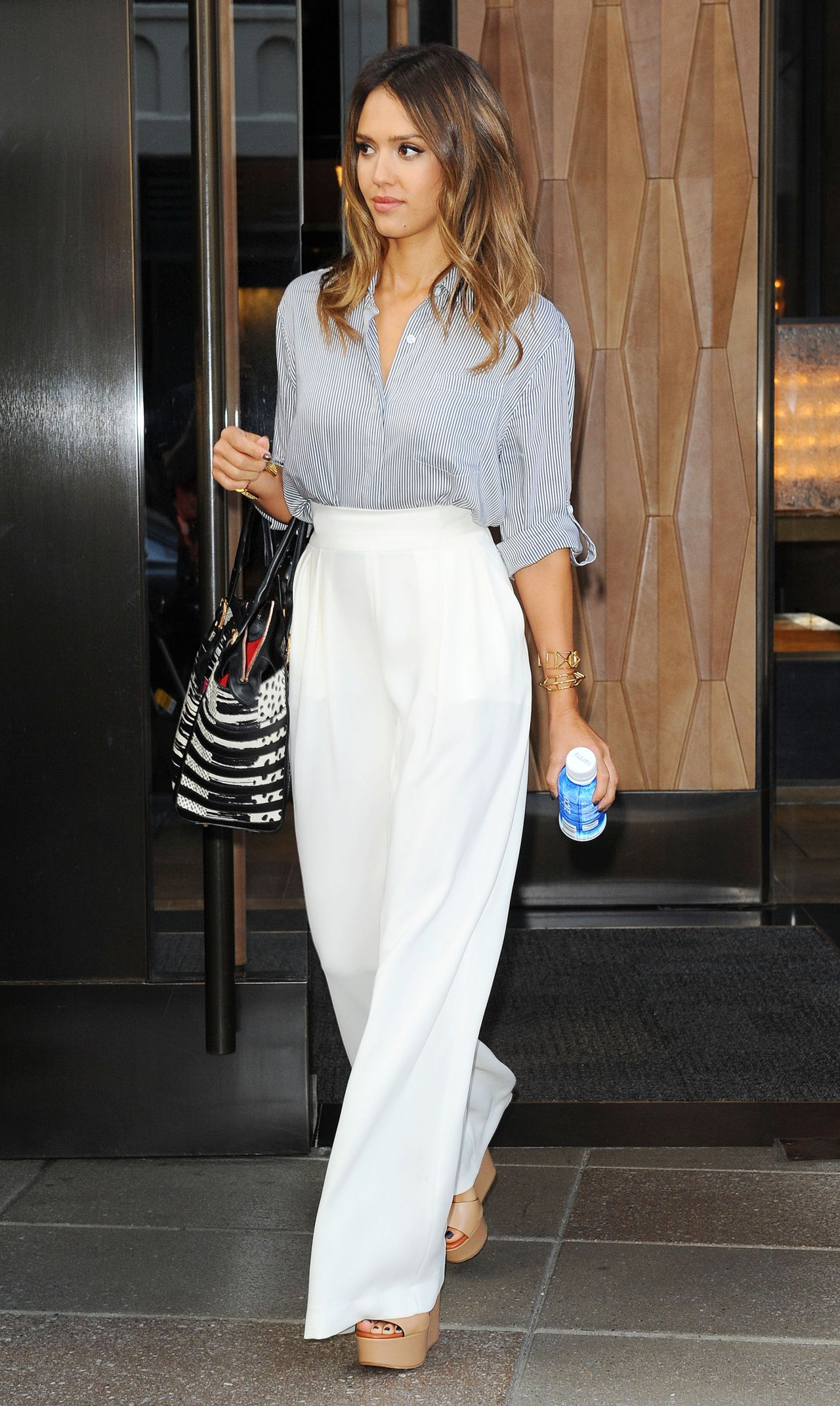 Jessica Alba Casual Style Out In New York City August 2014