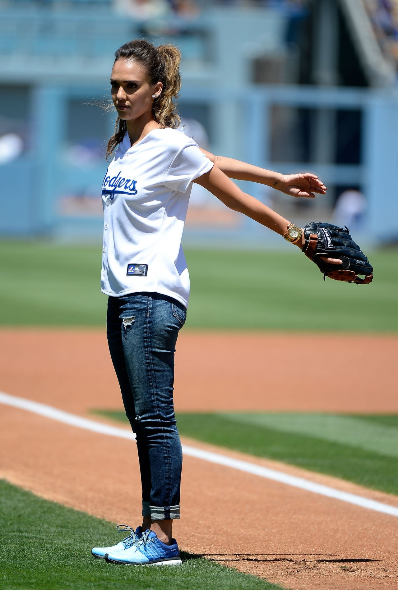 Jessica Alba - First pitch at Brewers vs Dodgers Baseball ...