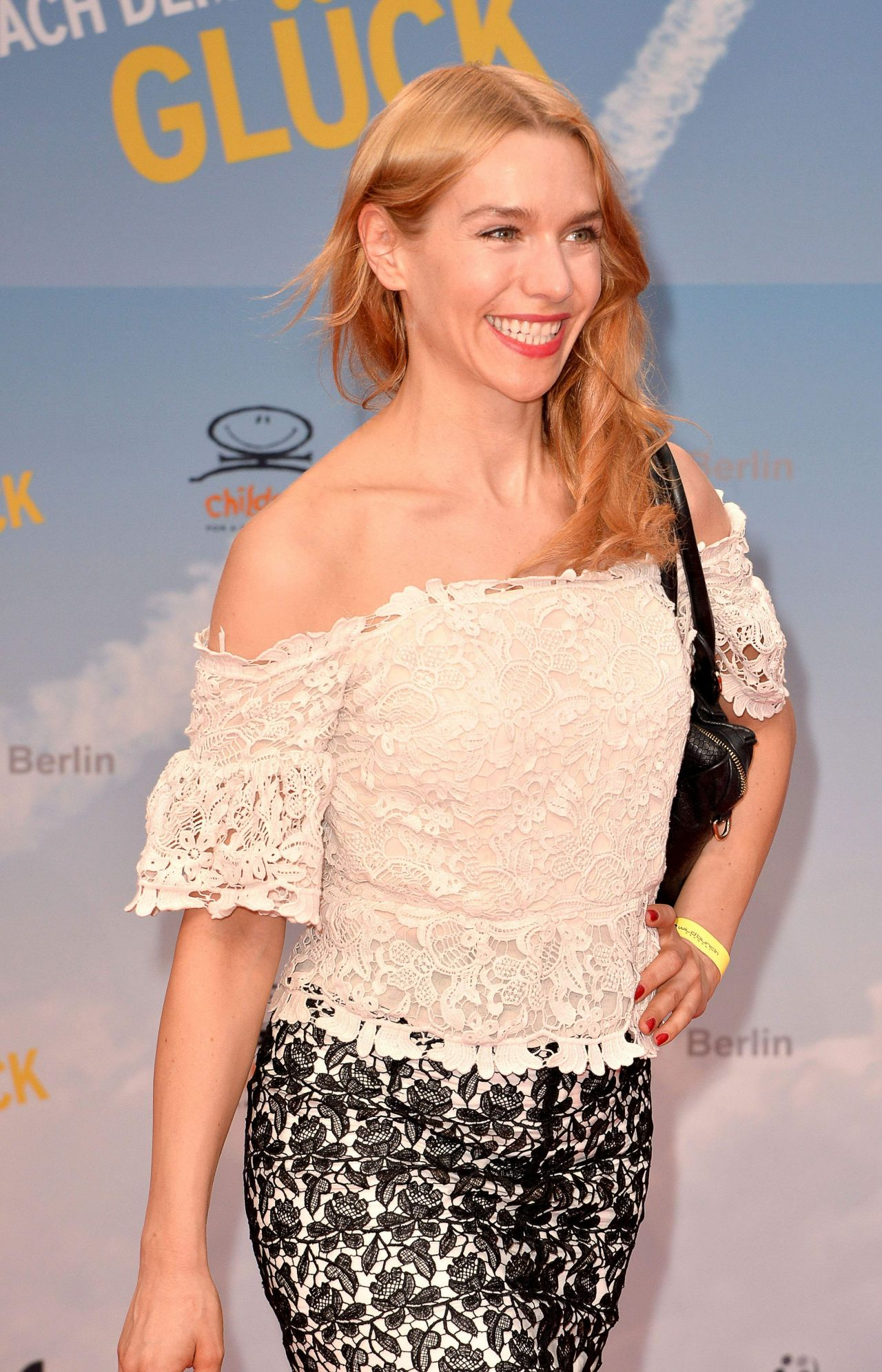 Santa Monica Mercedes >> Julia Dietze - 'Hector's Journey' Movie Premiere in Berlin