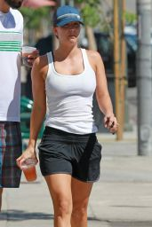 Kaley Cuoco With Her Husband Ryan Sweeting Grab Drinks As They Go Out for Lunch