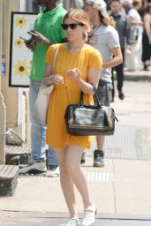 Kate Mara Casual Style - Out Shopping in New York City - Aug. 2014