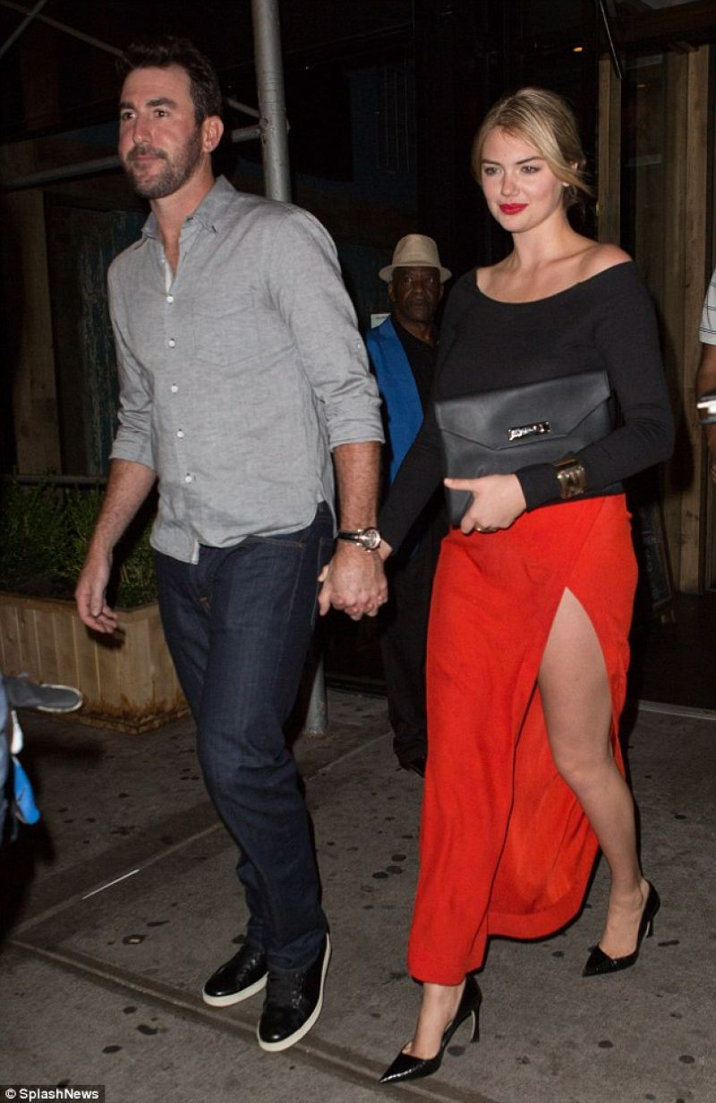 Kate Upton With Her Boyfriend Justin Verlander Out In