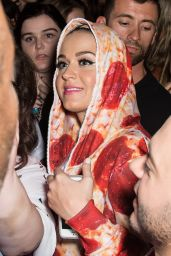 Katy Perry - Pepperoni Pizza Outfit at Philidelphia Museum of Art - August 2014