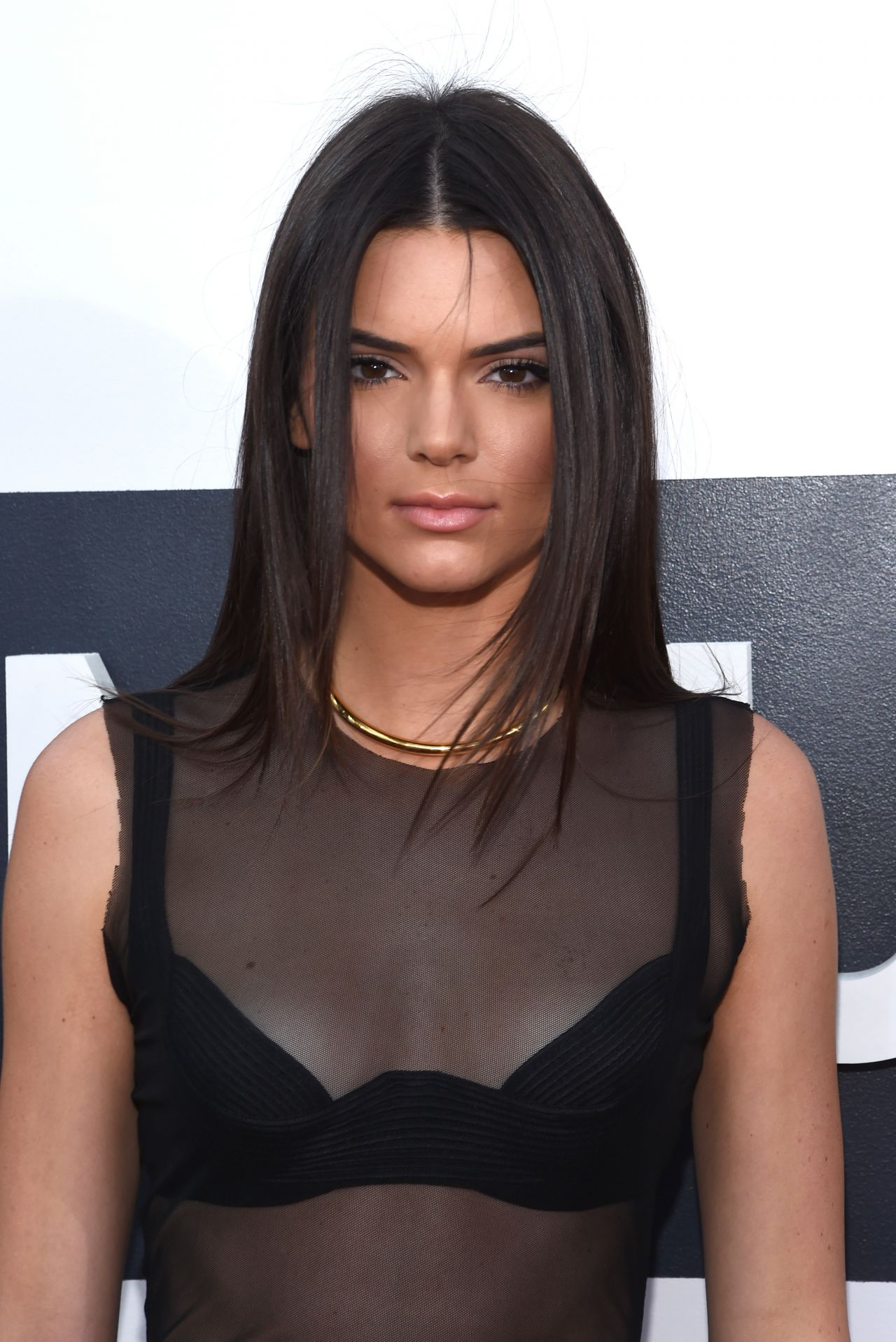 Kendall Jenner Caviar Kaspia Dinner After Pharmacy Stop: 2014 MTV Video Music Awards In Inglewood