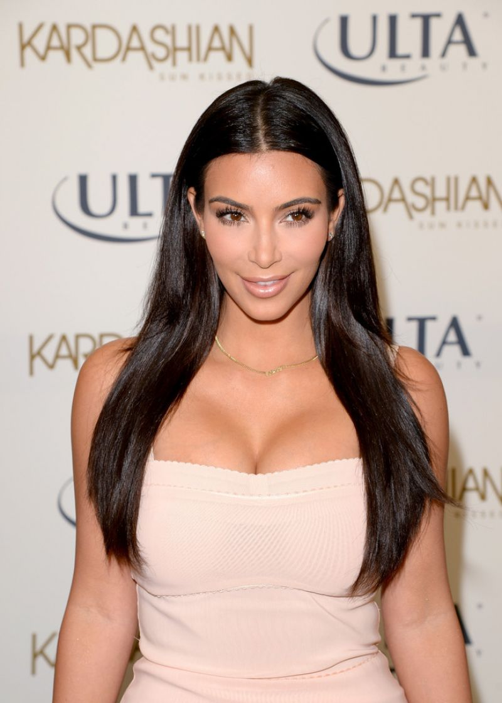 Kim Kardashian - Kardashian Sun Kissed Promo Event