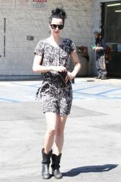 Krysten Ritter Street Style - Stops by 7-11 in Hollywood - August 2014