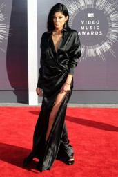 kylie-jenner-2014-mtv-video-music-awards-in-inglewood_3
